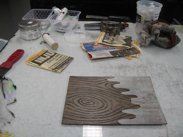 Image of the workspace when preparing to ink a plate intaglio-style